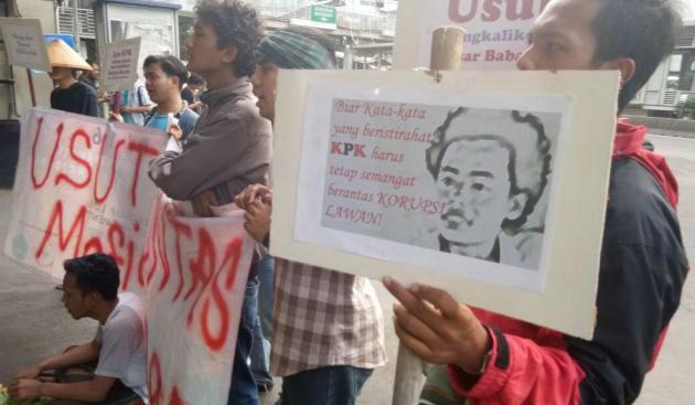 Warga Tangerang Gerudug KPK