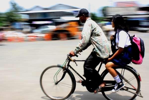 Ojek Sepeda, Kesepian di Malam Imlek