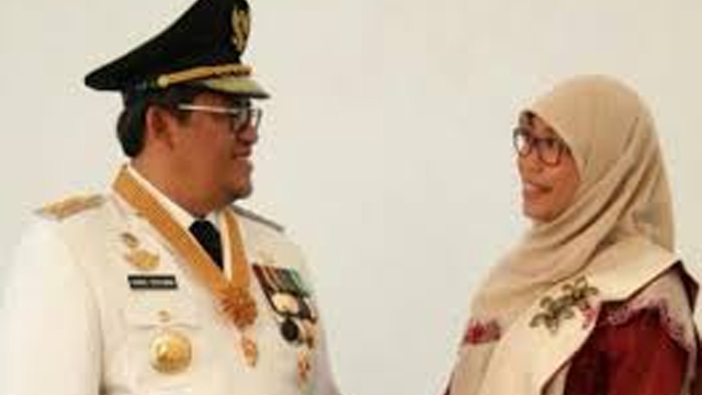 Aher Promosikan Istri