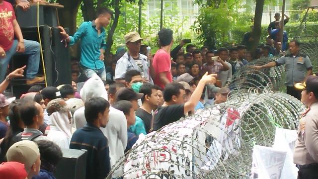 Pendukung Rano Demo Lagi
