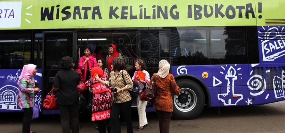 """Naik """"Mpok Siti"""" Keliling Jakarta"""