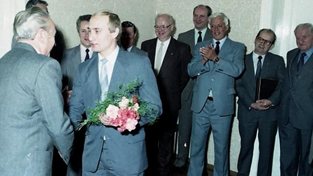 Merkel Kuasai Jerman, Putin Kuasai Rusia