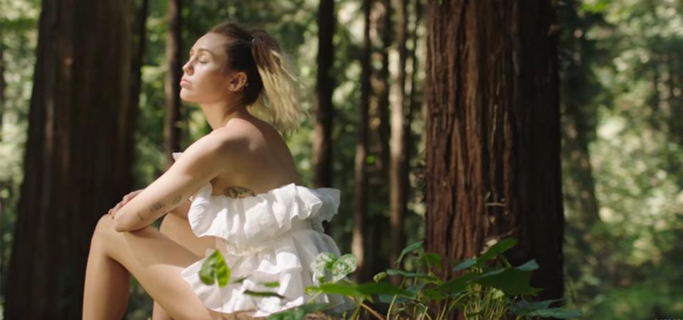 "Miley Cyrus Rilis ""Malibu"""