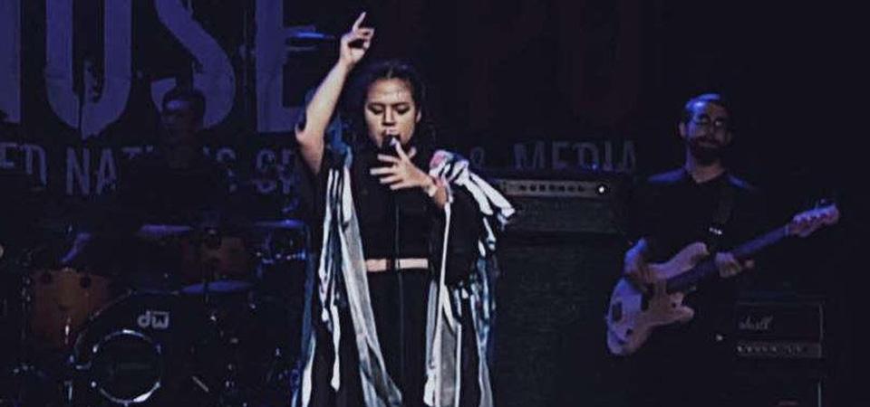 """Performance Neonomora """"Sihir"""" Publik dan Label Amerika"""