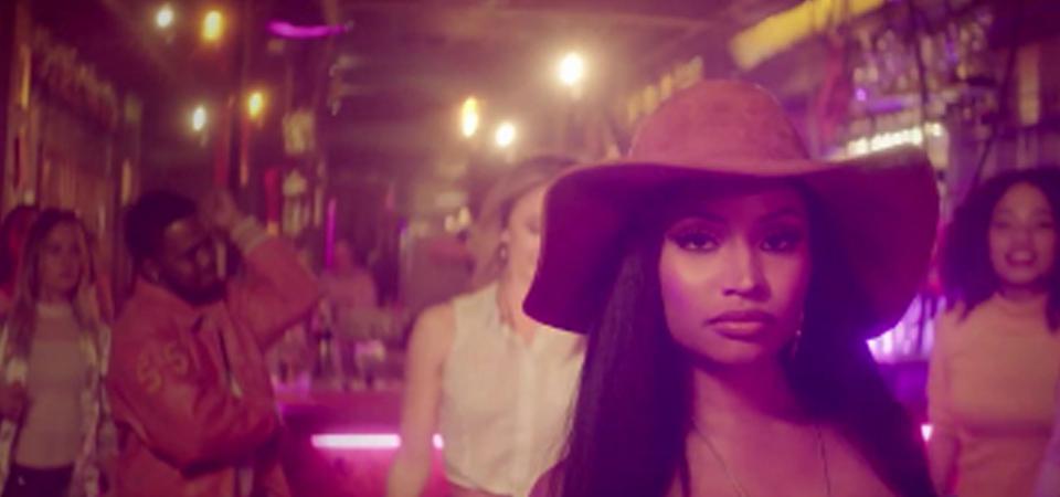 Nicki Minaj Beri Beasiswa Sejumlah Fans