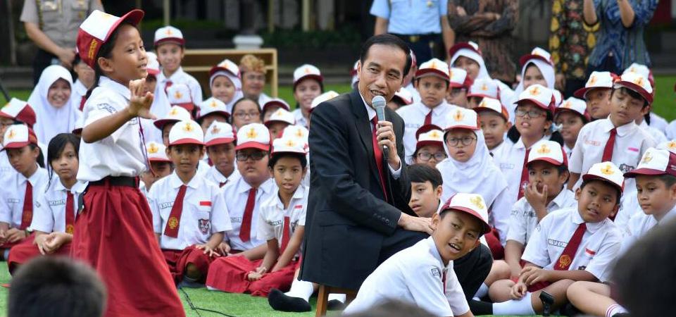 Presiden Jokowi Mendongeng Lutung Kasarung