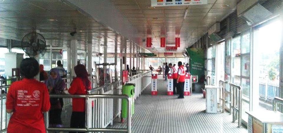 Halte Transjakarta Dilengkapi Metal Detector