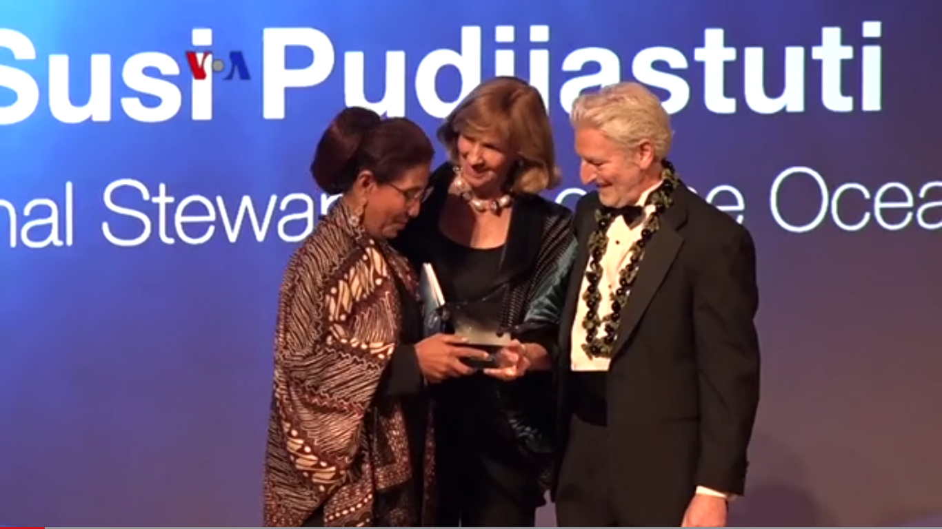 Menteri Susi Raih Peter Benchley Ocean Award