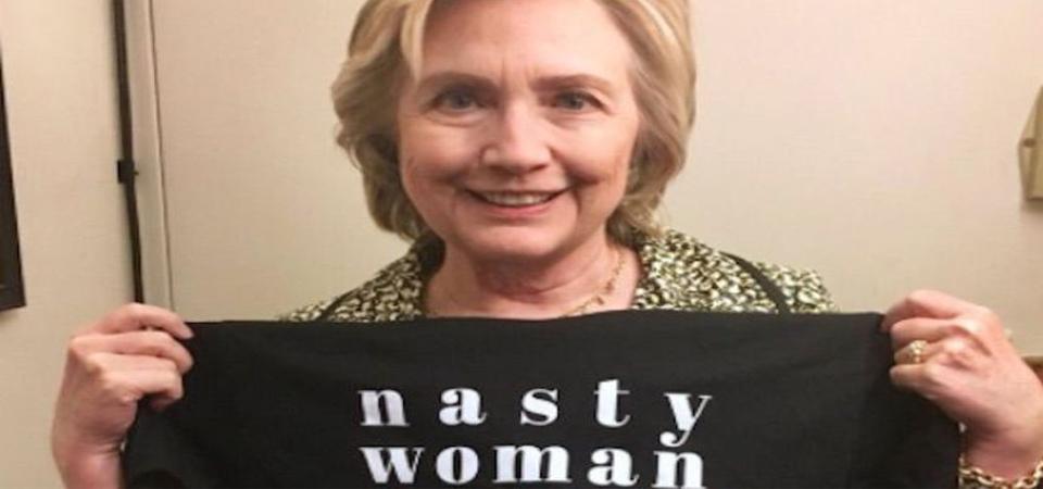Hillary Clinton 'Jualan' Kaos untuk Lembaga Filantropi