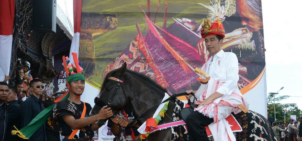 Parade Kuda Sandelwood, Magnet Wisata Sumba Barat Daya,