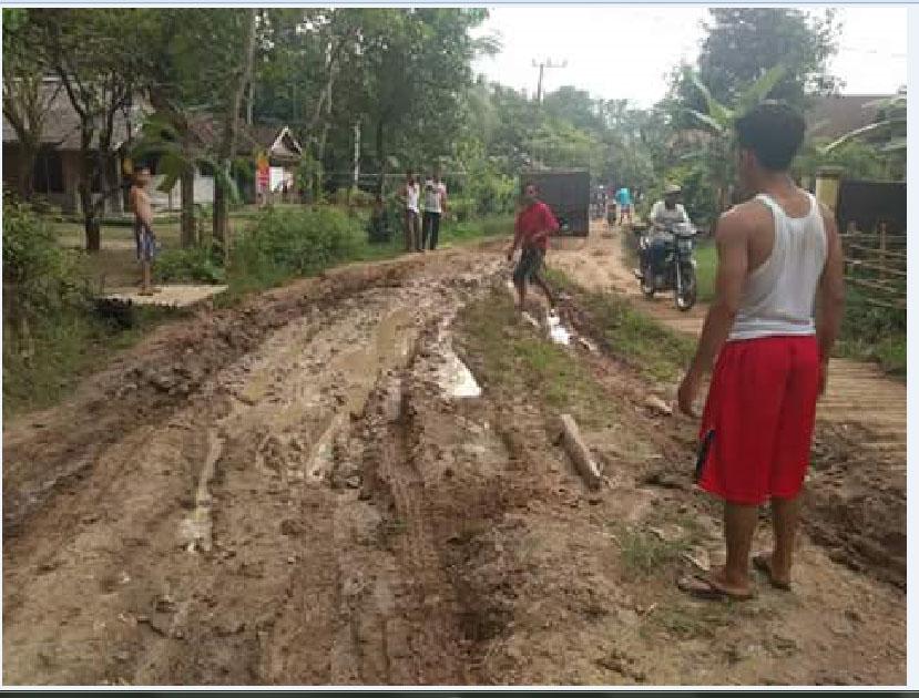 Jalan rusak tak tersentuh anggaran, warga Pandeglang kecewa