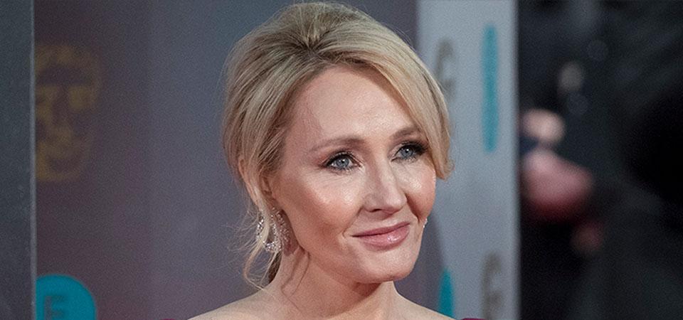 J.K. Rowling Meminta Maaf karena Tuding Trump Abaikan Salami Anak Laki-laki Berkursi Roda