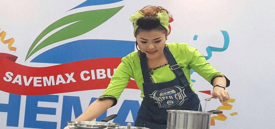 Chef Aiko Unjuk Kebolehan di SaveMax Cibubur