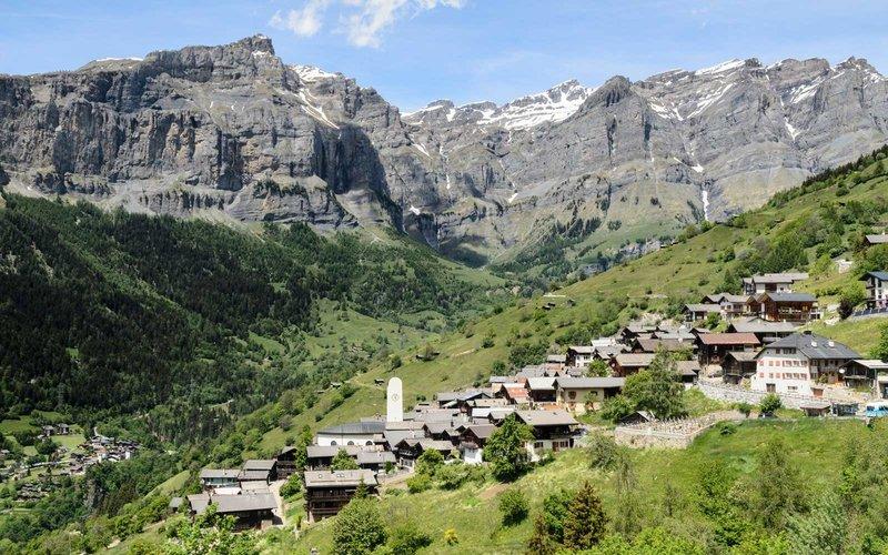 Anda Dibayar Jika Mau Tinggal di Desa Indah di Swiss