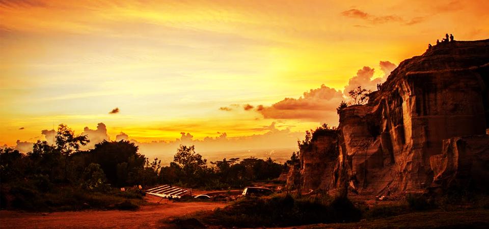 Nikmati Sunset Romantis di Tebing Breksi