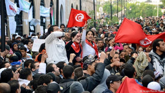 Tunisia Terus Tertatih-tatih Setelah Memicu Musim Panas Arab 2011 lalu