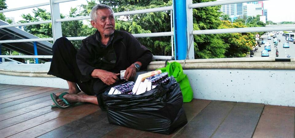 Kakek, Menapak Anak Tangga di Usia Senja