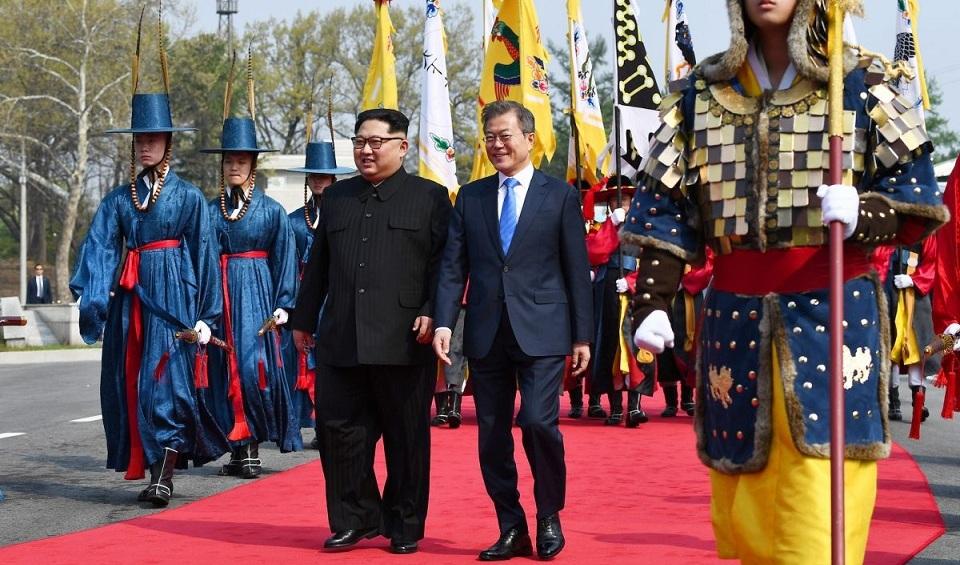 Presiden Korea Selatan Bertemu dengan Kim Jong Un dalam KTT Bersejarah