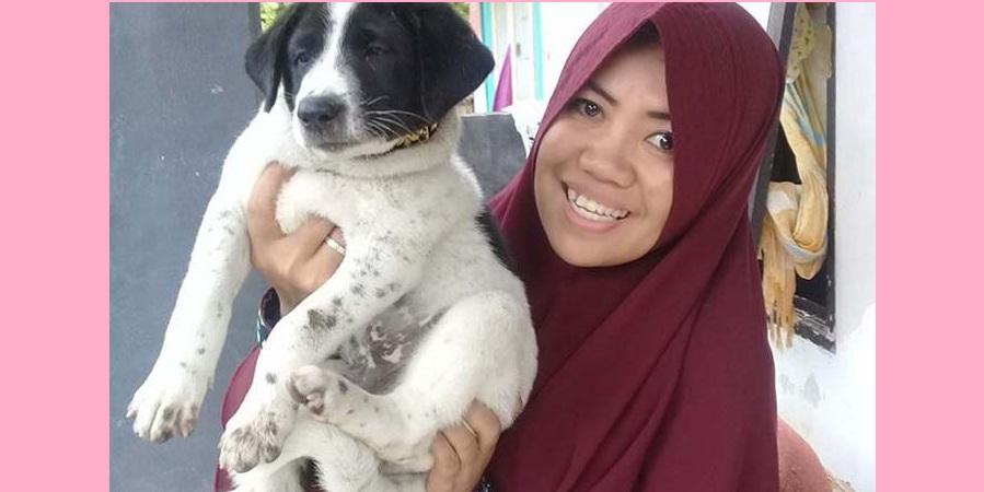 Wanita Berhijab ini Selamatkan Ratusan Anjing Liar