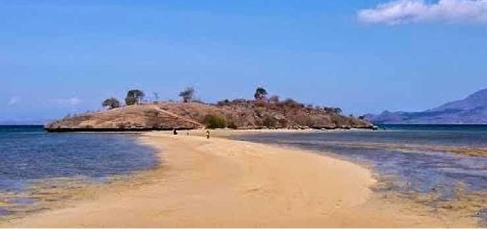 Pantai Lariti NTT dengan Jembatan Pasirnya