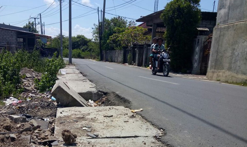 "Proyek Pembangunan Jalan di Jimbaran ""Amburadul"""