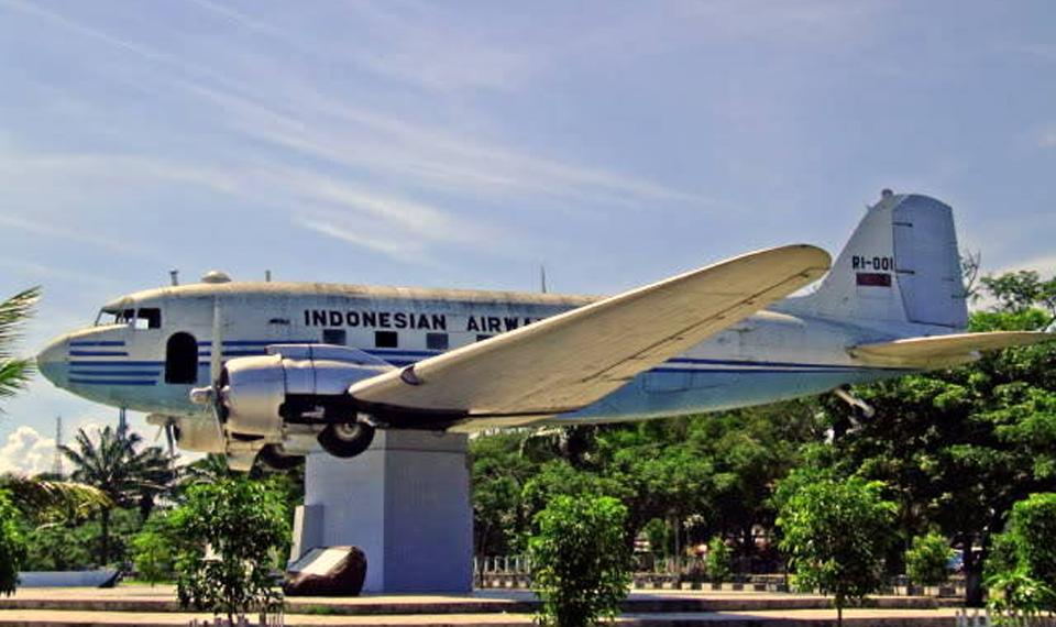 Garuda Indonesia Group Resmikan Pemugaran Replika Pesawat Pertama RI di Aceh