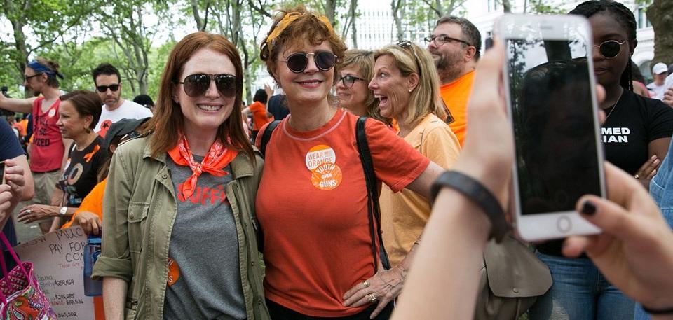 Aktris Julianne Moore dan Susan Sarandon ikut demo tolak kekerasan senjata