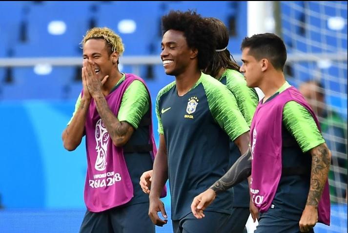 Neymar Tampil dengan Golden Hairstyle