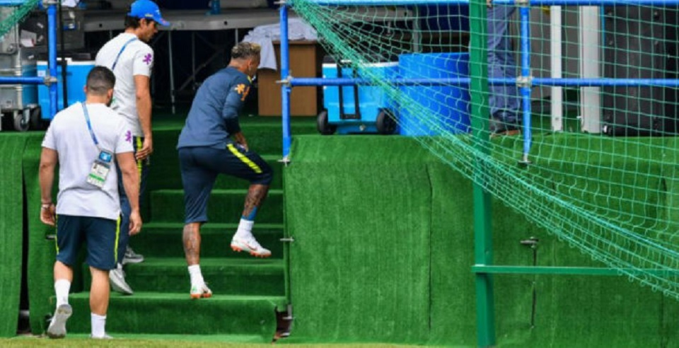 Mengkhawatirkan: Cuma Bisa 15 Menit, Neymar Tinggalkan Sesi Latihan