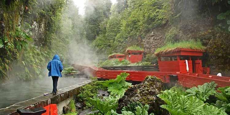 Amazing! Kolam Air Panas Ini Mirip Negeri Dongeng