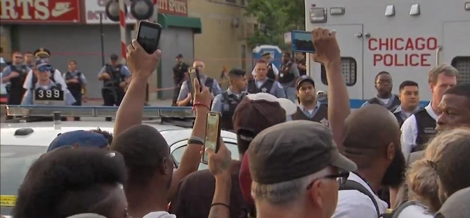 Polisi tembak mati warga picu protes massa