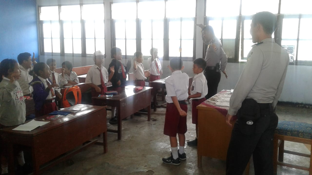 Polisi Peduli Pendidikan di Papua