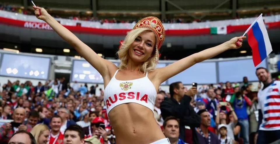 Model panas pendukung timnas Rusia sangkal pernah jadi bintang porno