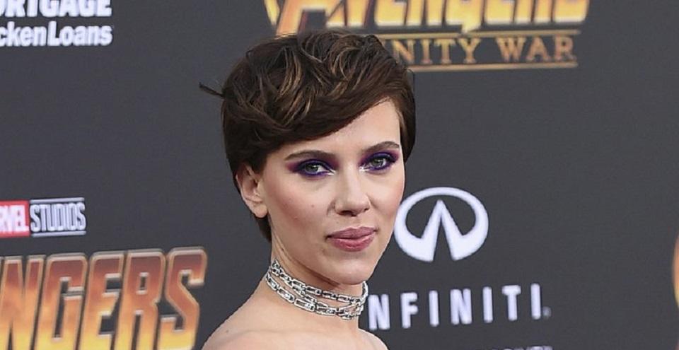 Rencana Scarlett Johansson memerankan transgender telah memicu reaksi keras