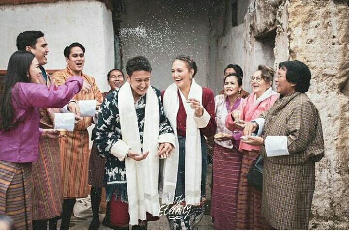 Yukkkk Intip Foto-foto Pernikahan Nadine Chandrawinata-Dimas Anggara