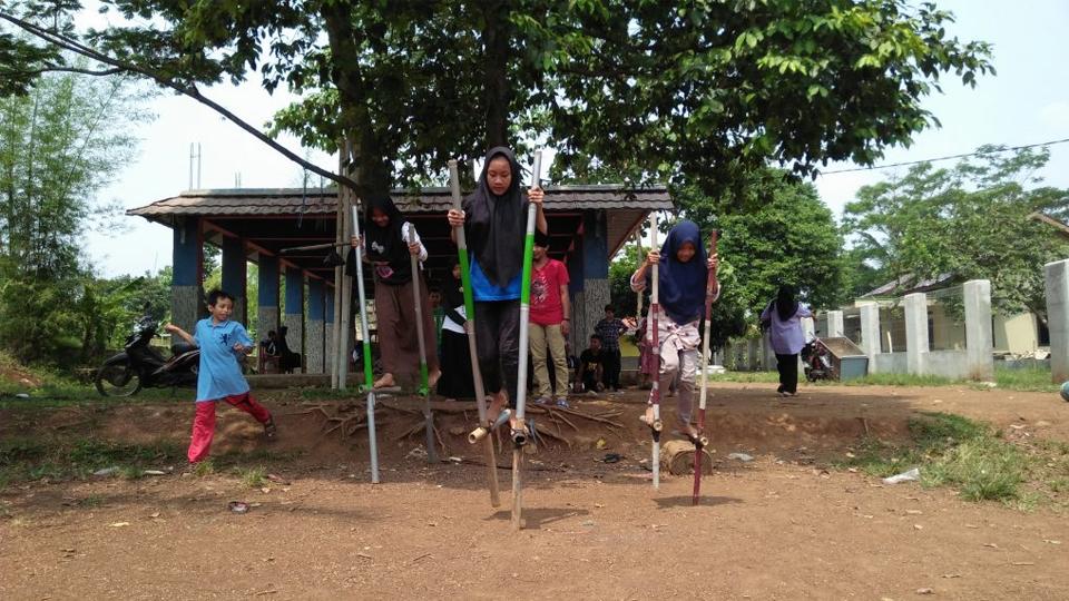 Satu Sak Semen untuk Anak-anak Babakan-Ciseeng