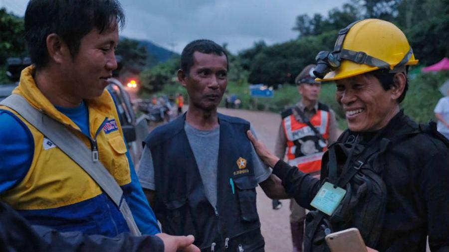 Pemain sepakbola anak-anak yang terperangkap di gua Thailand akhirnya diselamatkan