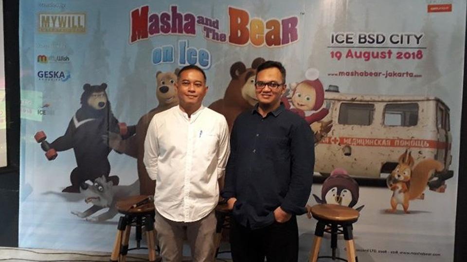 'Masha and The Bear' Beraksi di Atas Es di Indonesi