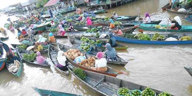 Suatu Pagi di Pasar Terapung Sungai Barito