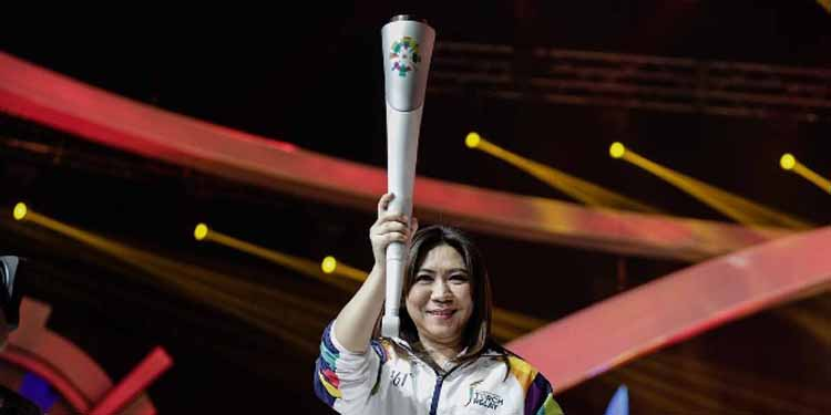 Susi Susanti Bawa Obor Asian Games dari New Delhi India