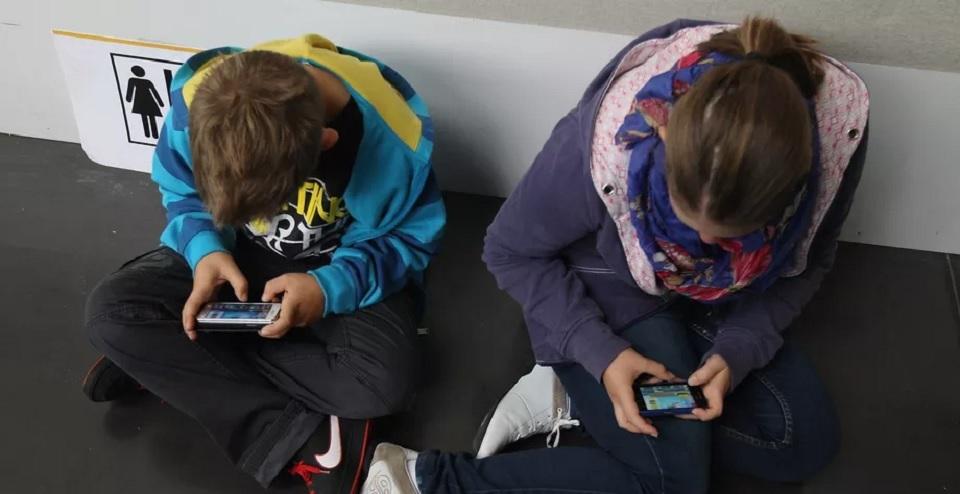 Perancis Larang Siswa Bawa Smartphone ke Sekolah