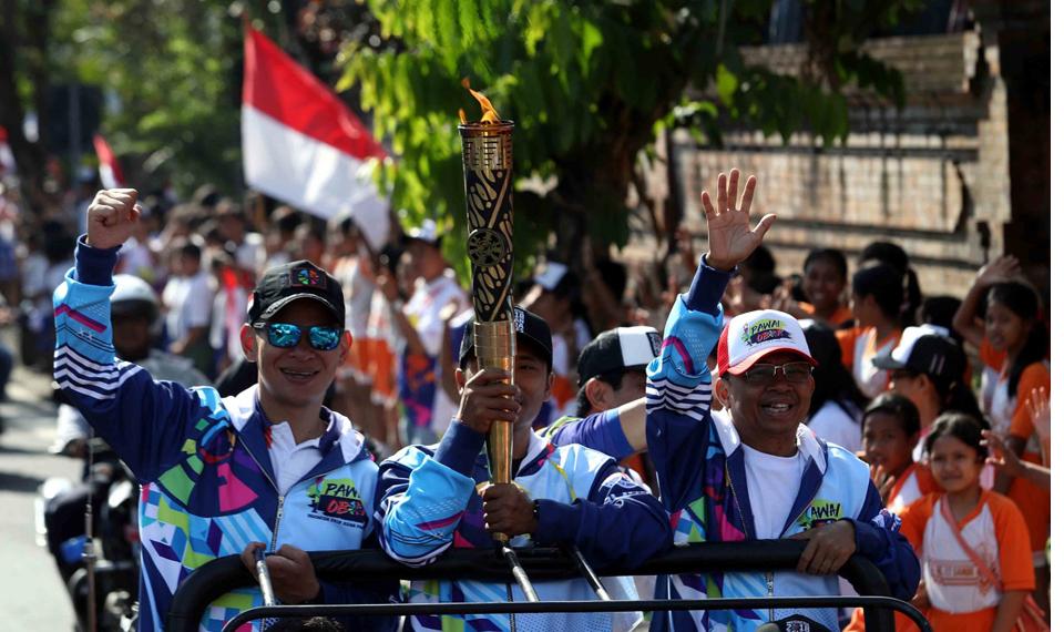 Meriahnya, Pawai Obor Asian Para Games 2018 di Bali