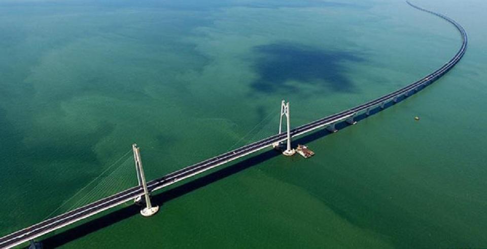 Mencari Sensasi di Jembatan Terpanjang di Dunia
