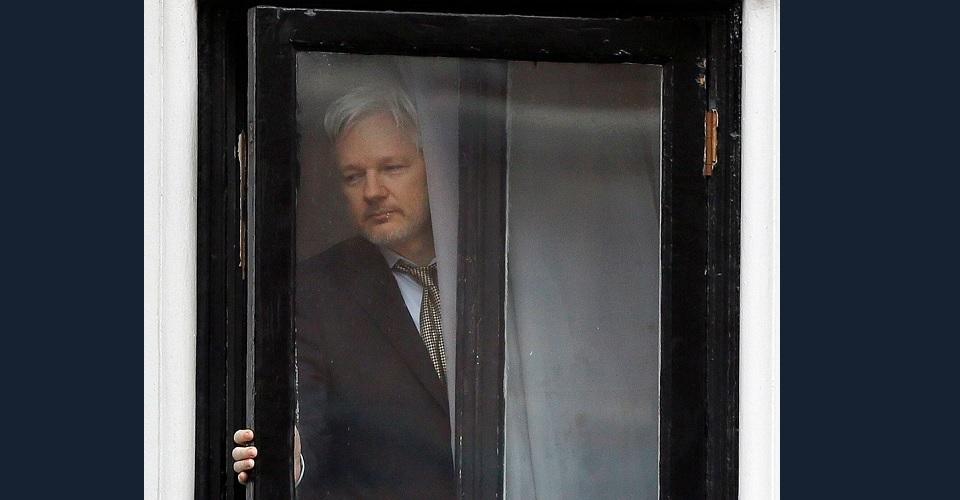 """Lho, Jaksa Minta Hakim """"Segel"""" Tuntutan untuk Julian Assange"""