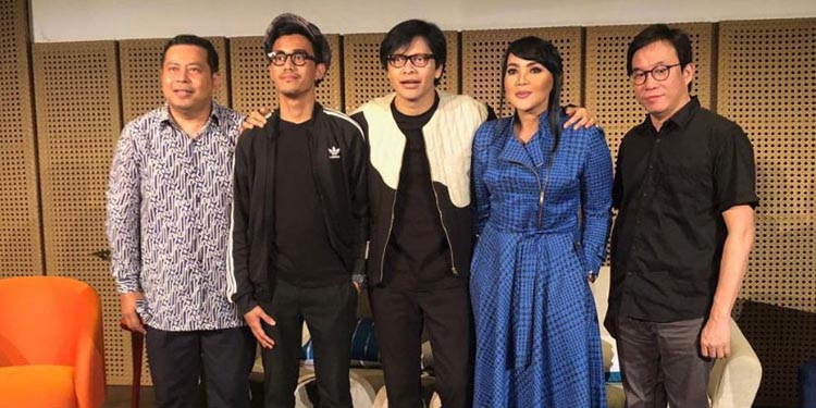 "Pernikahan Perak, Armand Maulana -Dewi Gita Gelar Konser ""1 Hati 1 Cinta"""