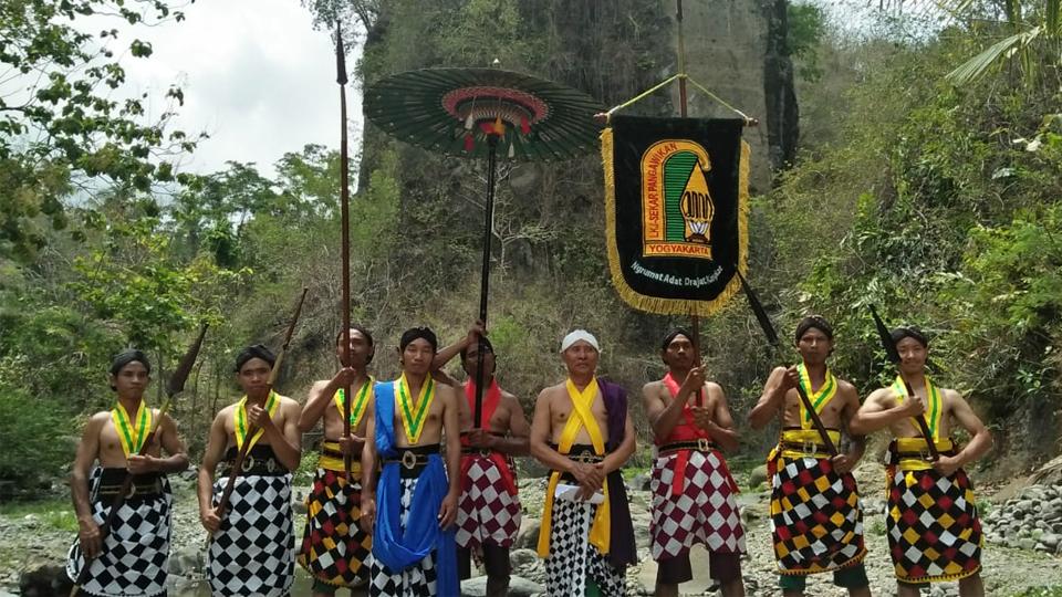 """""""Kembul Sewu Dulur"""", Ritual di Simpang Sungai"""
