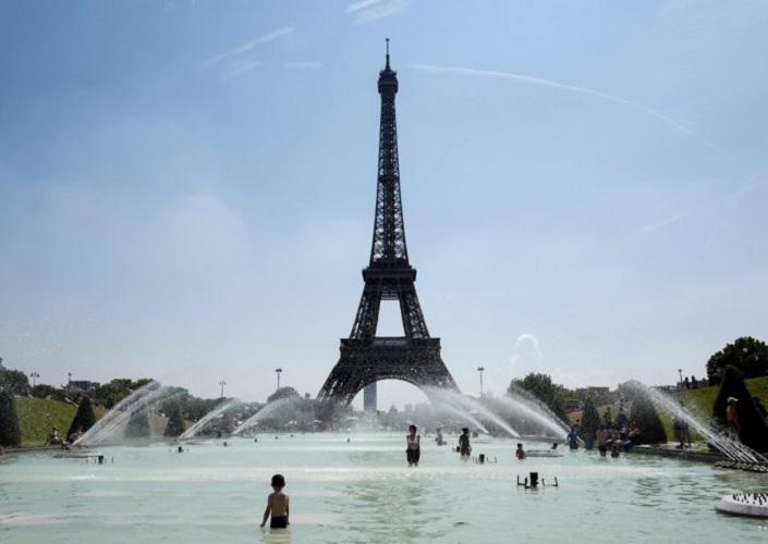 Lupakan Paris, Selfie Berlatar Menara Eiffel Cukup di Boyolali