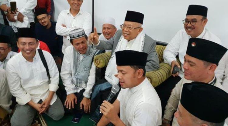 Walikota Bogor Arya BIma (pegang mick) dan Ma'ruf Amin, Cawapres nomor urut 01, saat mengunjungi Pondok Pesantren Al-Ghazaly di Jalan Cempaka, Kota Bogor, Jawa Barat–foto istiemwa