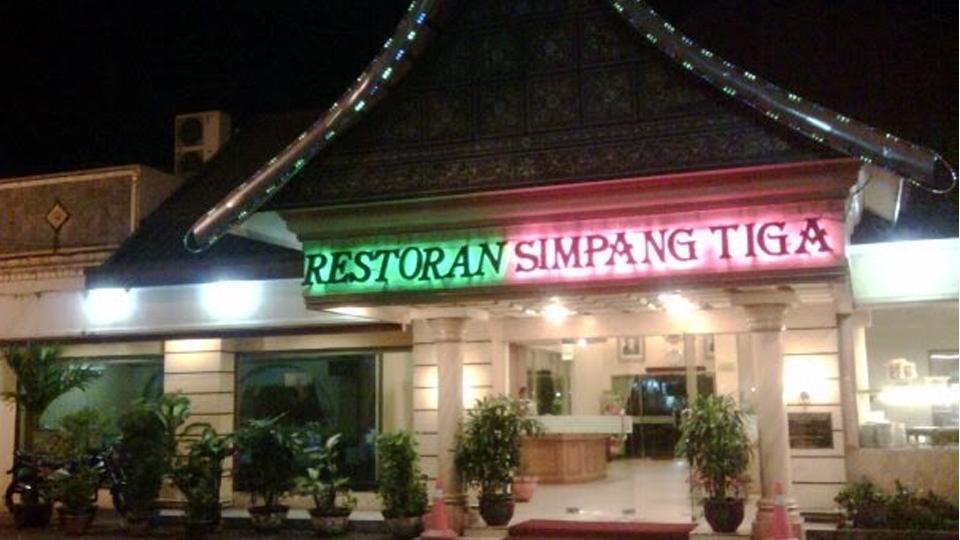 """Simpang Tiga, Restoran """"Raja-raja"""""""