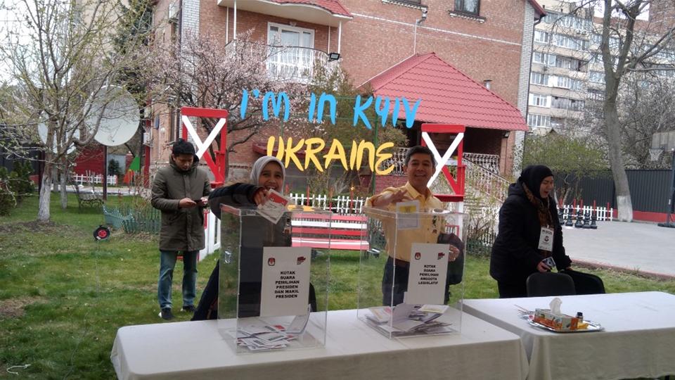 Mencoblos di Dinginnya Cuaca Ukraina
